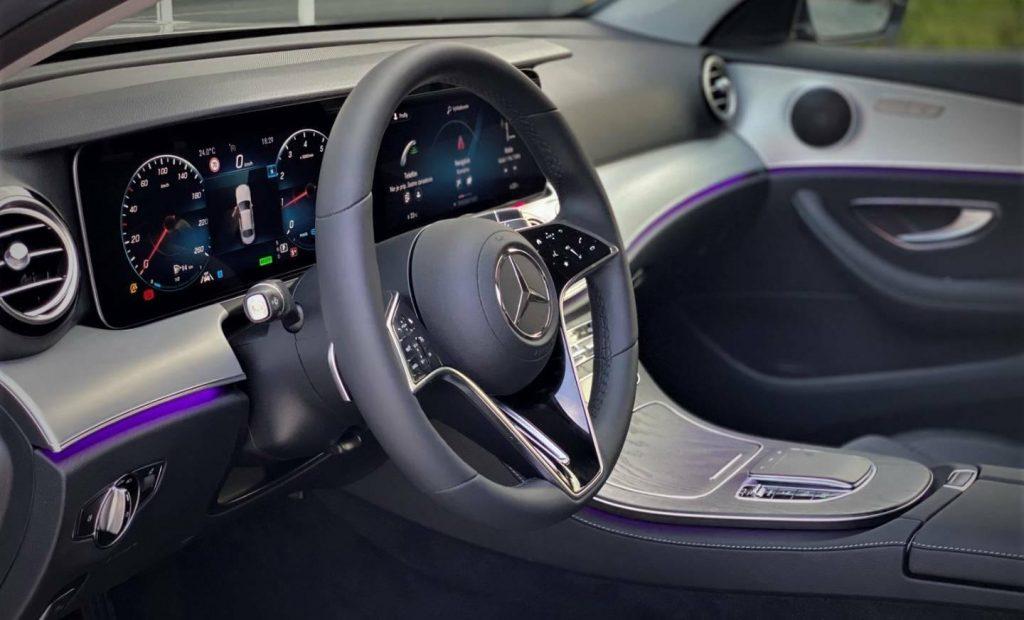 Mercedes-Benz E trieda Sedan Mercedes 200 4M